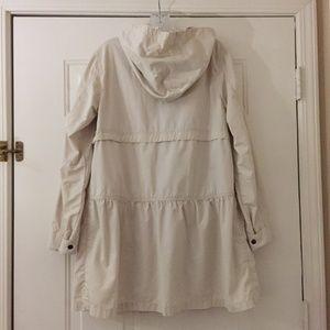 GAP tiered cotton off-white raincoat